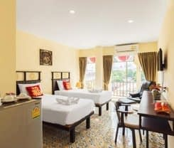 Le Hua Hotel is located at 19/27-28 Montri Rd.