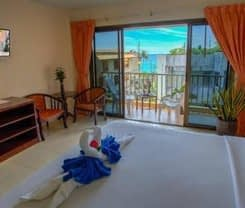 Seven Seas Hotel is located at 3 Soi Phrabaramee 4