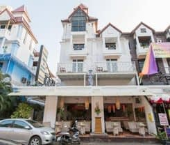 Connect Guesthouse. Location at 125/8-9 Rath-U-Thit Road.
