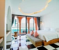Hotel Khaleej Mass Patong is located at 201/1 Phabraramee Road on Phuket island. Hotel Khaleej Mass Patong has a guest rating of 8.2 and has Hotel amenities including: Laundry service