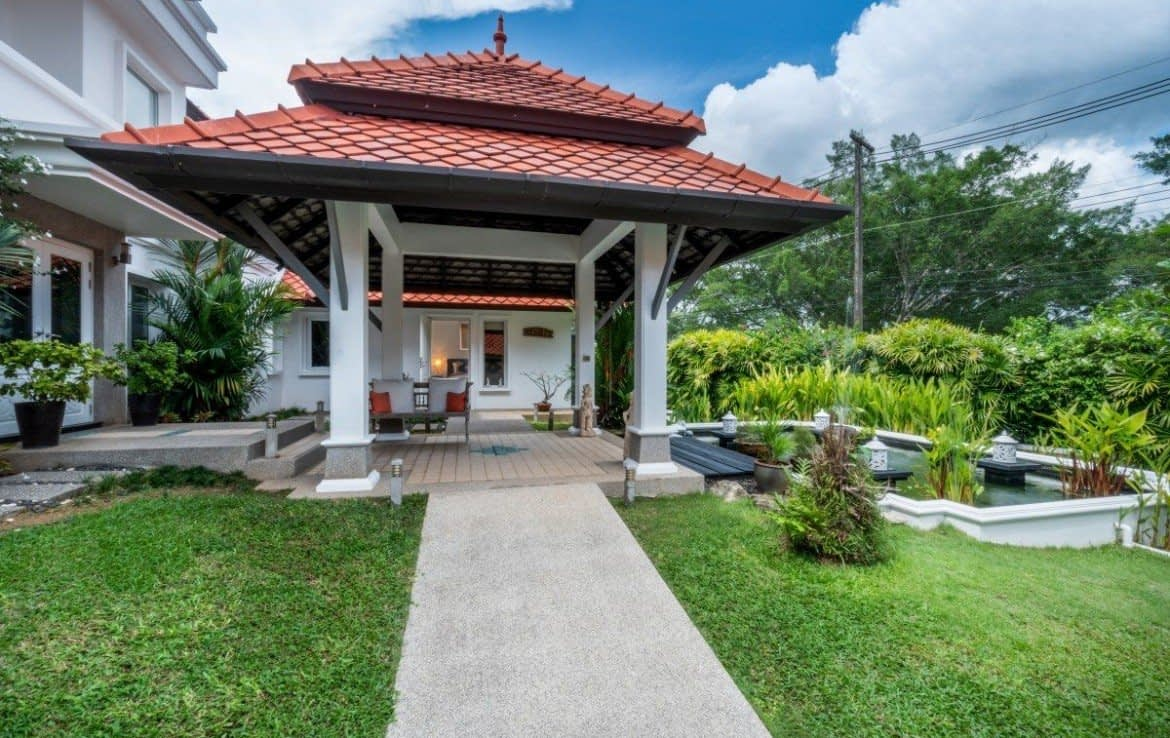 4 bedroom / 4 bathroom Villa in Laguna is available for sale, or re-sale.